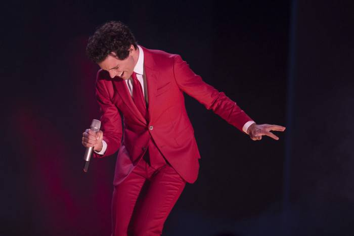 MONTE-CARLO, MONACO - MARCH 29:  (VOICI, CLOSER, FRANCE DIMANCHE, ICI PARIS, ENTREVUE & PUBLIC OUT FOR FRANCE) (TABLOID OUT) Mika performs during the Rose Ball 2014 in aid of the Princess Grace Foundation at Sporting Monte-Carlo on March 29, 2014 in Monte-Carlo, Monaco.  (Photo by Le Palais Princier/SBM/PLS Pool/Getty Images)