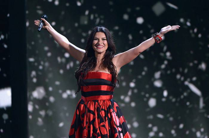 MIAMI, FL - FEBRUARY 19:  Laura Pausini performs onstage at the 2015 Premios Lo Nuestros Awards at American Airlines Arena on February 19, 2015 in Miami, Florida.  (Photo by Rodrigo Varela/Getty Images For Univision)