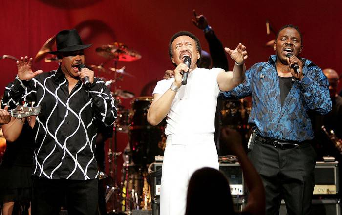 "LOS ANGELES - DECEMBER 11:  Singers Ralph Johnson, (L) Maurice White, (C) and Philip Bailey of the band Earth, Wind and Fire perform during the inaugural ""Grammy Jam Fest"" at the Wiltern Theatre December 11, 2004 in Los Angeles, California. The event celebrated the music of Earth, Wind and Fire and raised funds for various arts charities.   (Photo by Carlo Allegri/Getty Images)"