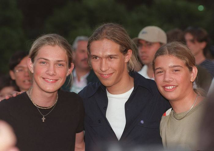 """7/26/99 Los Angeles, CA The Hanson Brothers at the """"Night at the Net"""" charity spectacular at UCLA. The event benefits """"MusiCares"""" Foundation. Photo Dan Callister Online USA, Inc."""