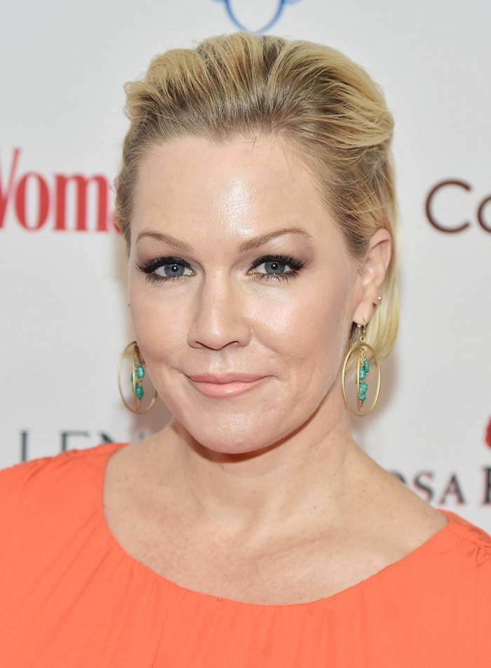NEW YORK, NY - FEBRUARY 09:  Actress Jennie Garth attends the 2016 Woman's Day Red Dress Awards on February 9, 2016 in New York City.  (Photo by Michael Loccisano/Getty Images)