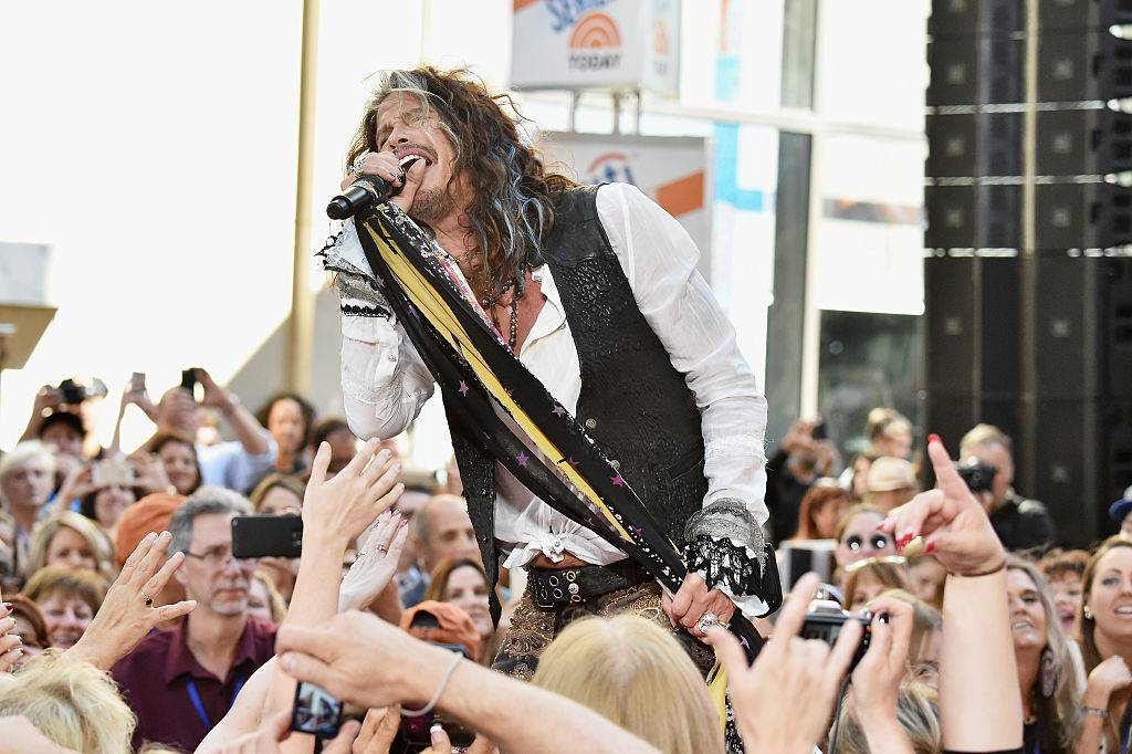"""NEW YORK, NY - JUNE 24:  Steven Tyler performs on NBC's """"Today"""" at Rockefeller Plaza on June 24, 2016 in New York City.  (Photo by Mike Coppola/Getty Images)"""