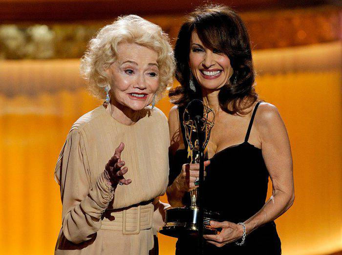 LAS VEGAS - JUNE 27:  Actress Agnes Nixon (L) accepts the Lifetime Achievement Award from actress Susan Lucci onstage at the 37th Annual Daytime Entertainment Emmy Awards held at the Las Vegas Hilton on June 27, 2010 in Las Vegas, Nevada.  (Photo by Ethan Miller/Getty Images)