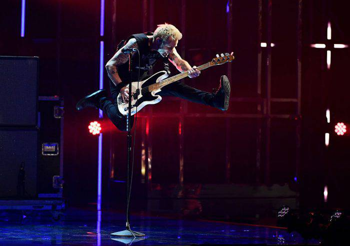 ROTTERDAM, NETHERLANDS - NOVEMBER 06: Mike Dirnt of Green Day performs on stage at the MTV Europe Music Awards 2016 on November 6, 2016 in Rotterdam, Netherlands.  (Photo by Ian Gavan/Getty Images for MTV)